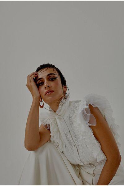 Blusa-Amal-Clooney-Off